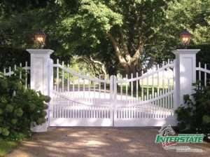 Custom-Wood-Scalloped-Spindle-Gate-with-Deco